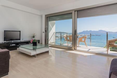 Beach front Penthouse with superb sea views - Pollença