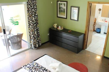 Albizia Lodge Double Room 4 - mahe - Bed & Breakfast