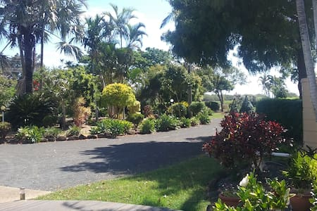 Cosy Hideaway close to beaches, cafes and Mon Repo - Innes Park - Apartament