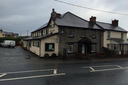 Charming Beacons Pub, with B&B - Powys