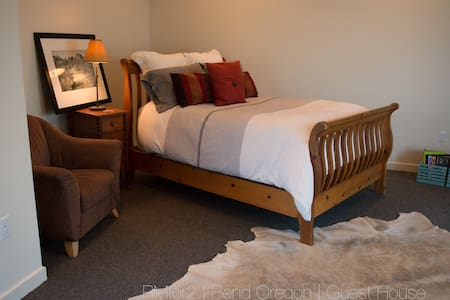 RMfor2 | River Bend Guest House Sleeps 1 or 2 - House