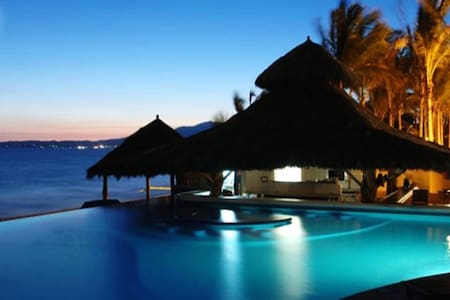 Ocean Front, Luxury Condo,2 free massages & bikes! - Osakehuoneisto