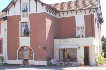 "B&BL'Eglise ""chambre basic"" - Bleurville - Bed & Breakfast"