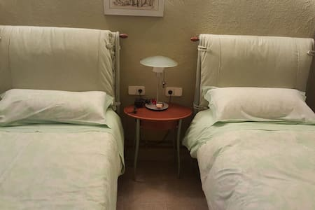 4 habitaciones para 8 personas. - Vacarisses - Inap sarapan