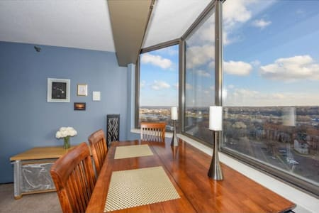 Incredible Downtown Condo with Amazing Views - Condominio