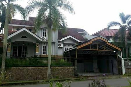 Borneo 1 - Balikpapan Baru Guest House - Guesthouse