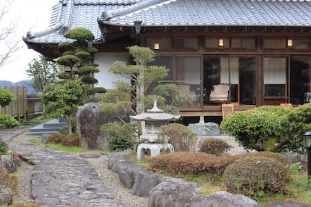traditional japanese house fukuoka - Bed & Breakfast
