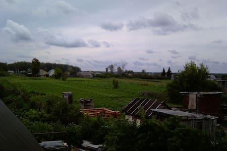 Большая комната с балконом - Иловай-Бригадирское - Maison