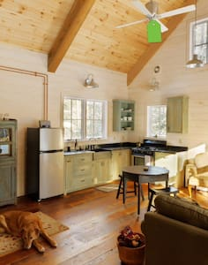 Rustic Charm Near Lake Granbury - Loft