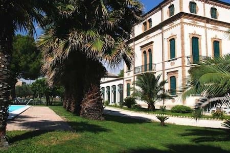 Suite Rosa a Villa Montanari Rosati - Inap sarapan