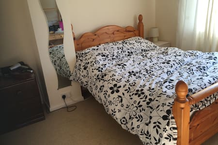 3-bed semi  in Cheltenham - Cheltenham