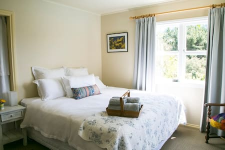 Plum Tree House B&B, Blue Room sleeps up to 2 - Mapua - Bed & Breakfast