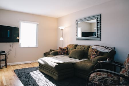 Master Bedroom in great location! - Dům