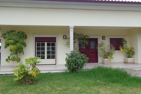 Moradia Frazão, Casa no campo + Garagem - Appartement