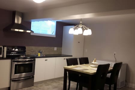 Bright clean rooms in new house - Thorold - House