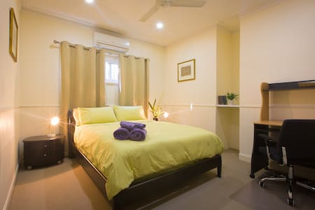 Beautiful, modern, private ensuite: The Olive Room - Wilston - Bed & Breakfast