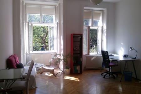 Ruhiges und helles Zimmer in Grünoase - Apartment