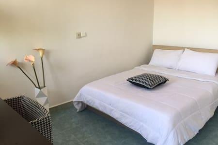 CHOUETTE STUDIO-PISCINE RUE DES JARDINS - Appartement