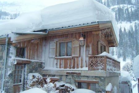 Grande chambre d'hôtes à Tignes skis aux pieds B&B - Guesthouse