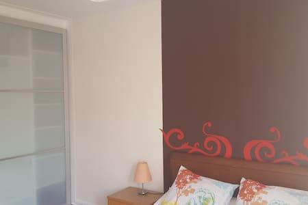 Agréable chambre dans un appartement au calme - Appartement
