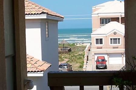 Beachview, Tropical Breezes, 1 Minute To The Beach - Társasház
