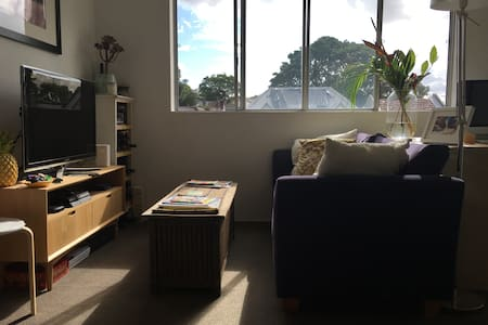 Bright and sunny unit in Camperdown - Lejlighed