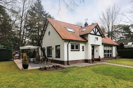 Prachtige ruime villa in bosrijke omgeving - Willa