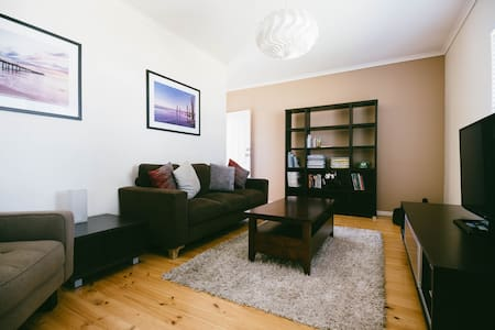 Glenelg East, Location, Location!! - Daire