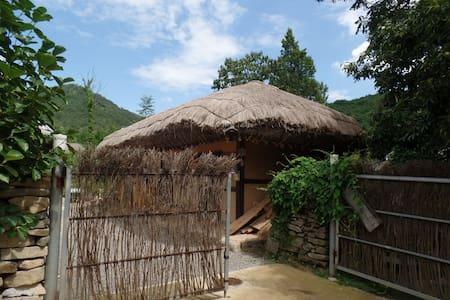 병사댁, 외암마을의 사랑채 농가민박 - Songak-myeon, Asan-si