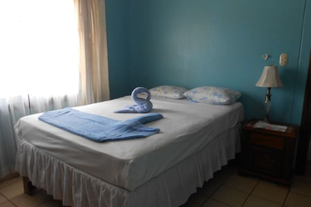 It's cool! BEACH of 2 MIN. CENTER good pure pool - Coco - Apartment