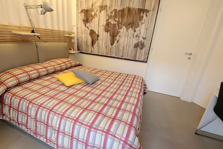 camera matrimoniale metal - Aosta - Bed & Breakfast