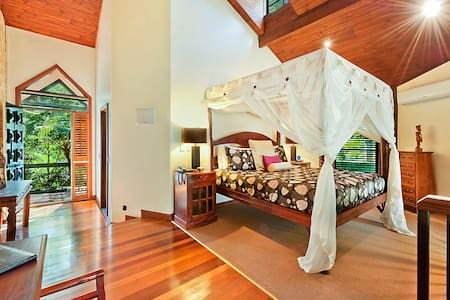 Couples Villas (Fireplace,Spa Bath) - Mount Tamborine - Bed & Breakfast