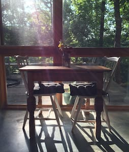Studio in the Trees - 2 miles to Biltmore Estate - Asheville - Apartment