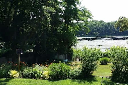 The Prettiest Cottage on Lilly Pond - Sag Harbor
