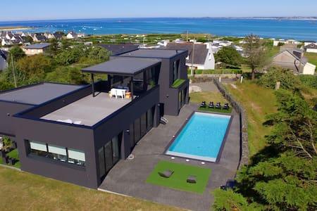 Villa bord de mer avec piscine 28°c - Plounéour-Trez