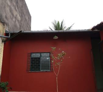casa bucólica com quintal e garagem!!! - House