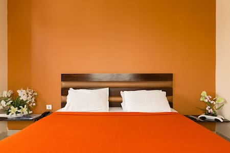 Deluxe Stay @ Nampally Railway Station - Apartament