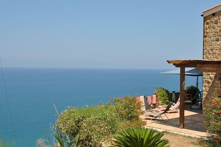 villa panoramica . vista mare difronte isole eolie - Castel di Tusa