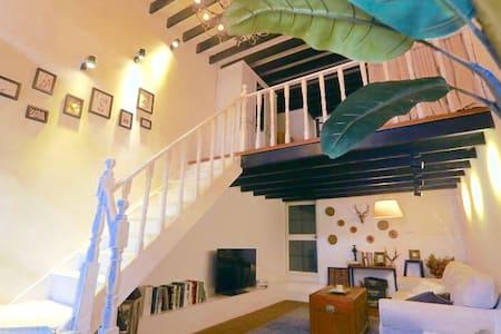 【法租界】独户老石庫門 挑高5米  日光浴陽光房。出门永康路 - Shanghai - House