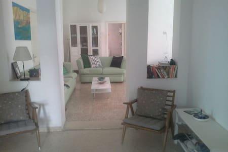 A 3 bedroom apt with garden - Amman - Lejlighed