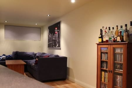 3 ½, next to SUBWAY station! - Appartement