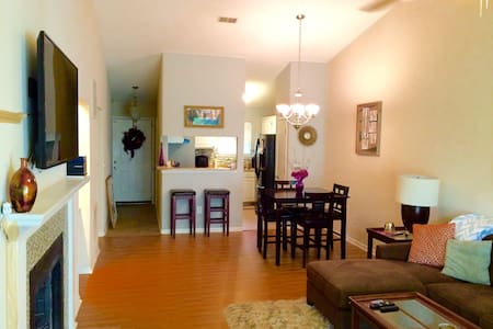 Beautiful Comfortable Modern Condo! - West Columbia