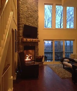 LUXURY 4 BR Ski In/ Out /Hot Tub at Peek n Peak - Clymer - Condominium