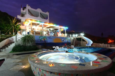 Villa deLos Suenos-Luxurious Ocean Front KingSuite - Montañita - Bed & Breakfast