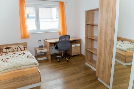 Günstige Gästezimmer im Studentenhaus Steyr - Steyr - Huis
