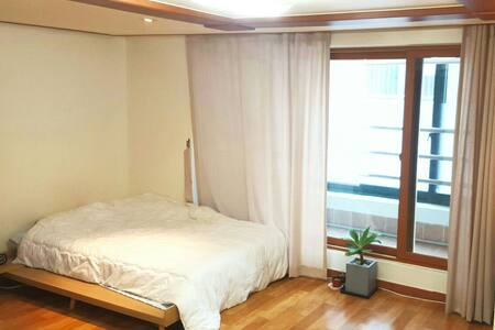 Charming and Spacious Gangnam Apt - Seoul - Apartment