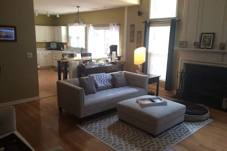Private room, office, patio, & safe - Smyrna - Talo