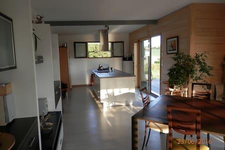Maison bois  avec jacuzzi extérieur et belle vue - Rumah