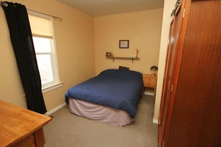 Private Room - Winnipeg - Bungalow