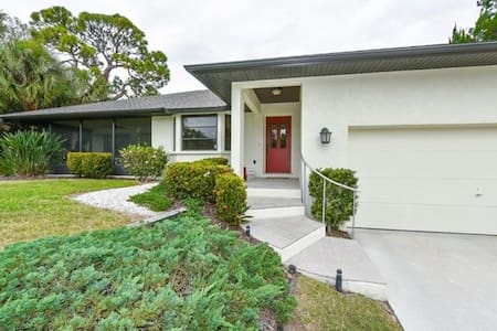 Stunning 3BR, 2 bath home in Nokomis, FL - House